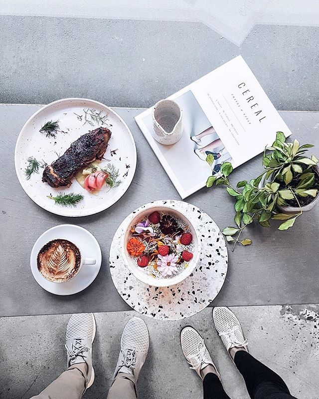 Saturday brunch, a healthy choice at @smakfoodhouse with @mrgumbatron // p.s. Who's going to @goodfoodwine this weekend?  #flatlay #fromwhereistand #coffeenclothes #style #fashion #cerealmag #melbourne #cafe #weekend #coffee #coffeenclothes #saturday #food #foodie #goodfoodie #smakfoodhouse #breakfast #breakfastinbed