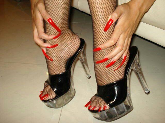 gibt es jemanden die auch solch lange n gel hat bitte melden long toenails pinterest. Black Bedroom Furniture Sets. Home Design Ideas