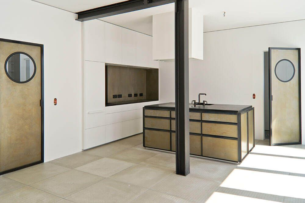 Interior inspiration loft mit kueche und sichtbaren stahltraeger