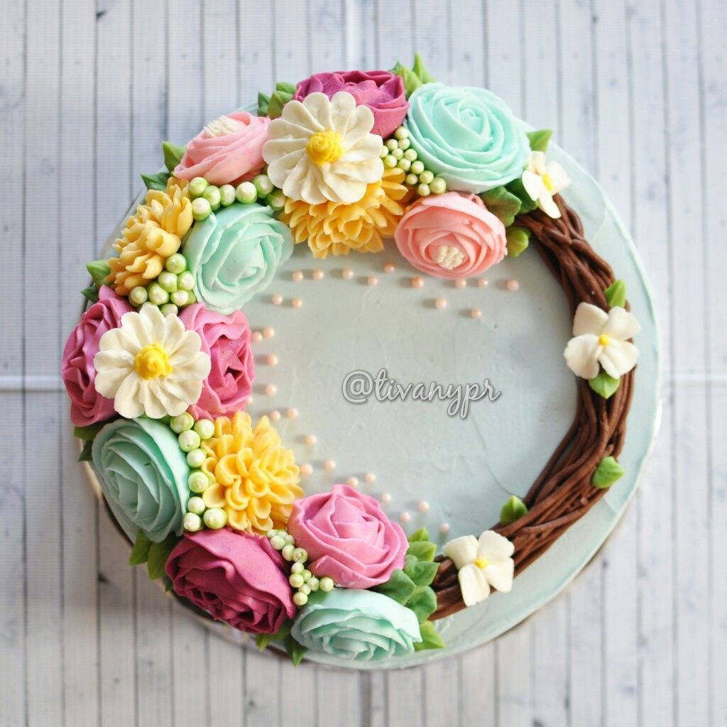 This is amazing! Take a look at Sprinkle Delight by Tivany http://m.bridestory.com/sprinkle-delight-by-tivany/projects/buttercream-flower-cake