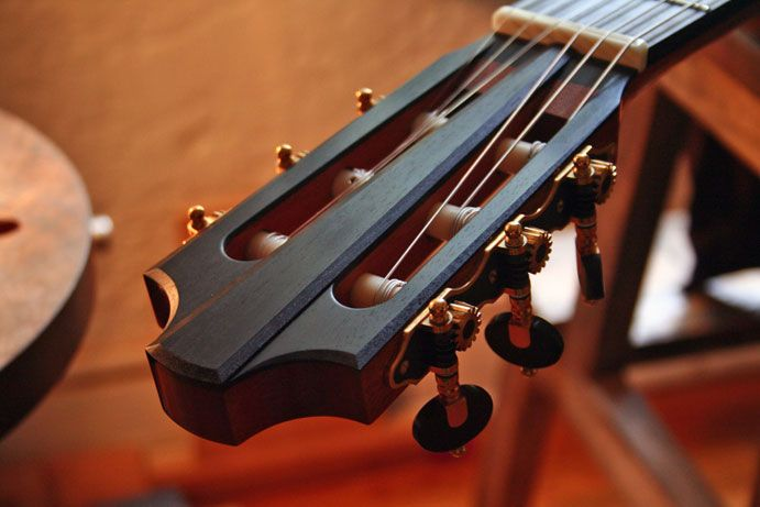Reynoso Guitars headstock