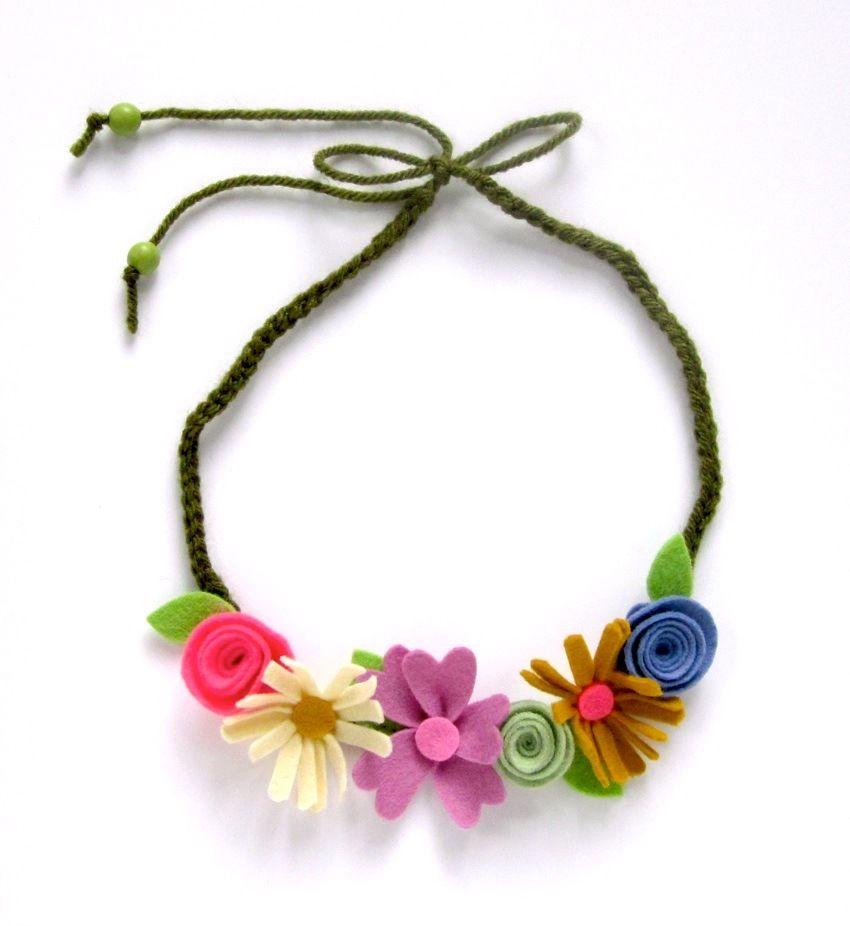 Felt flower necklace and yarn