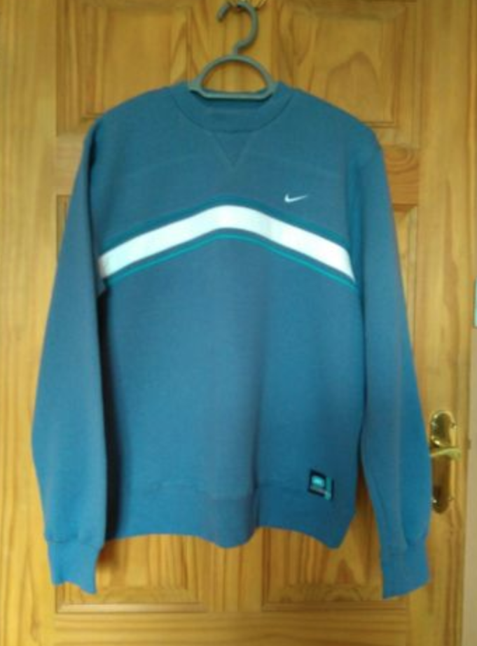 FOR SALE  MENS VINTAGE NIKE SWEATSHIRT BLUE NEVER WORN STILL WITH TAGS! 1e741d196