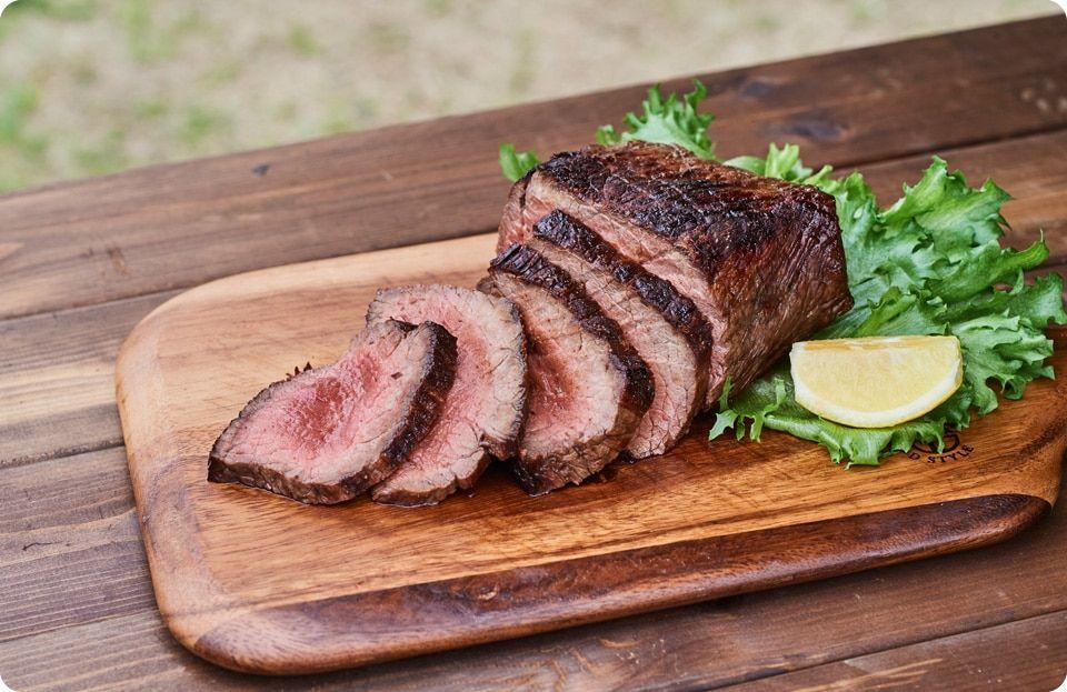 Bbqにおすすめ 絶品塊肉料理 炭火ローストビーフ燻製風味 のレシピ