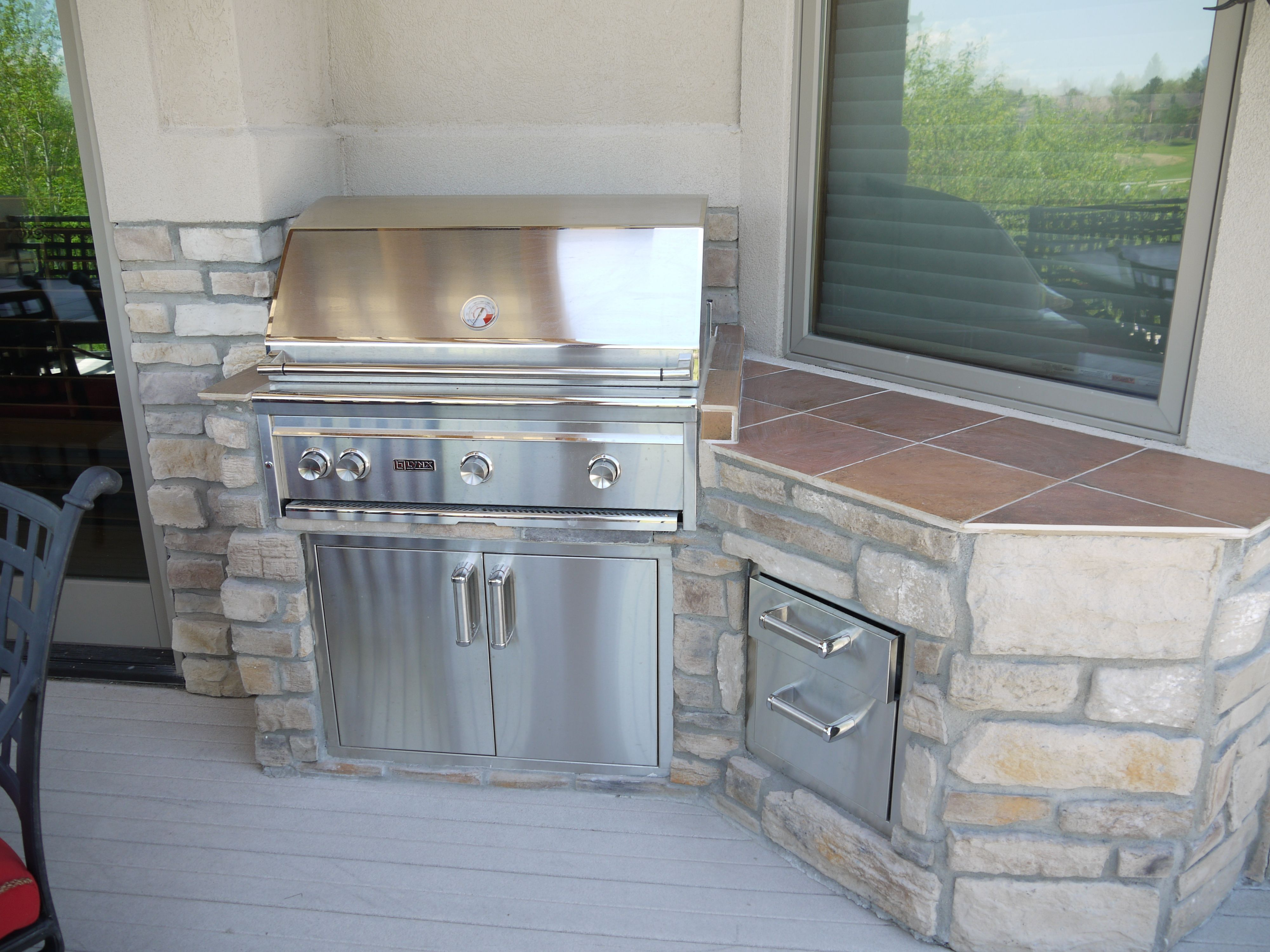 Stone and Tile Outdoor Kitchen Design | Outdoor kitchens | Pinterest ...