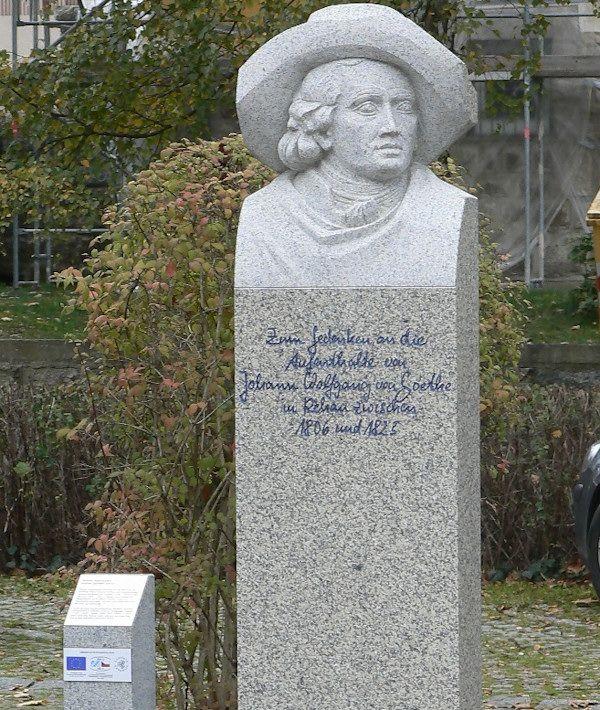 In 2014 werd in Rehau (op de hoogte van Karlsbad) een modern beeld voor Goethe opgericht; hij is dus nog steeds springlevend