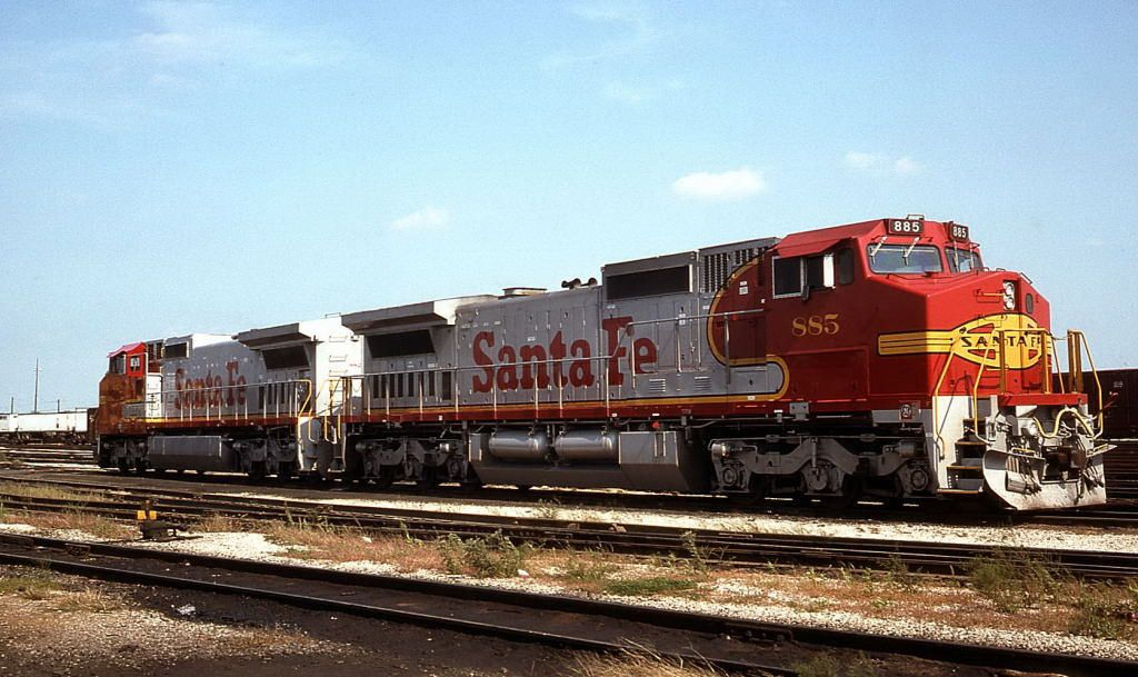 https://flic.kr/p/N6Nkf5 | Warbonnets | ATSF 885 and 882 at Corwith.  09/12/93--Chicago, IL.  Tom Golden photo