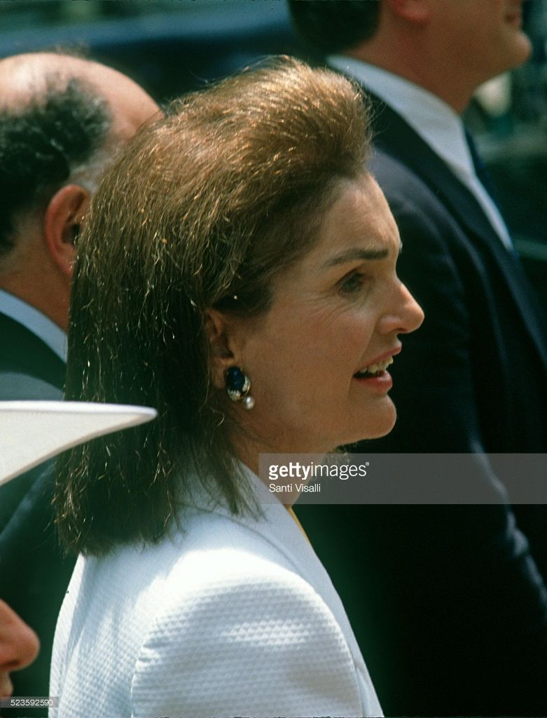 Jacqueline Kennedy At Kennedy Cuomo Wedding On June 9 1990 In In 2020 Jackie Kennedy Jacqueline Kennedy Jacqueline Kennedy Onassis