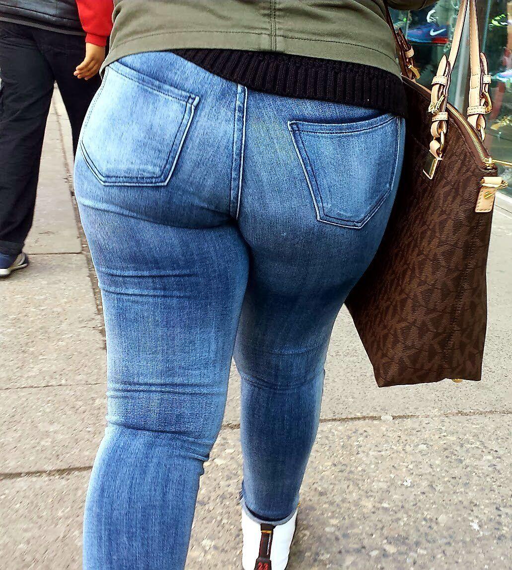 Candid jeans Carol Vorderman,