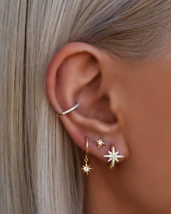 Simple ear cuff that doesn't require any cartilage piercings. Suitable for a multitude of occasions.Available in silver, gold and rose gold plating options, with cubic zirconia. Can be worn both ways.The price is per one ear cuff.