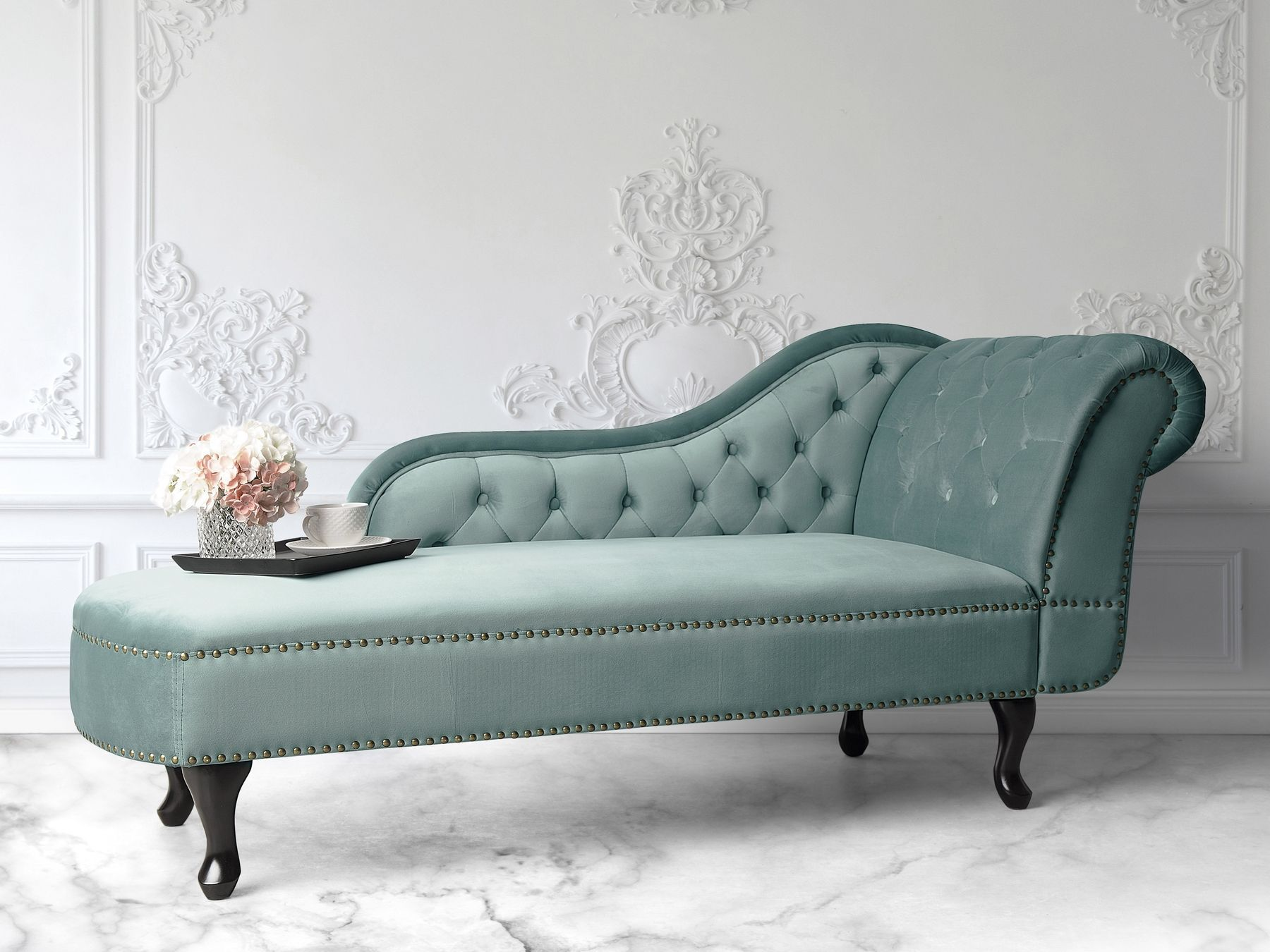 Pin By Allana Silva On Shizlung In 2020 Upholstered Chaise Chaise Lounge Tufted Chaise Lounge