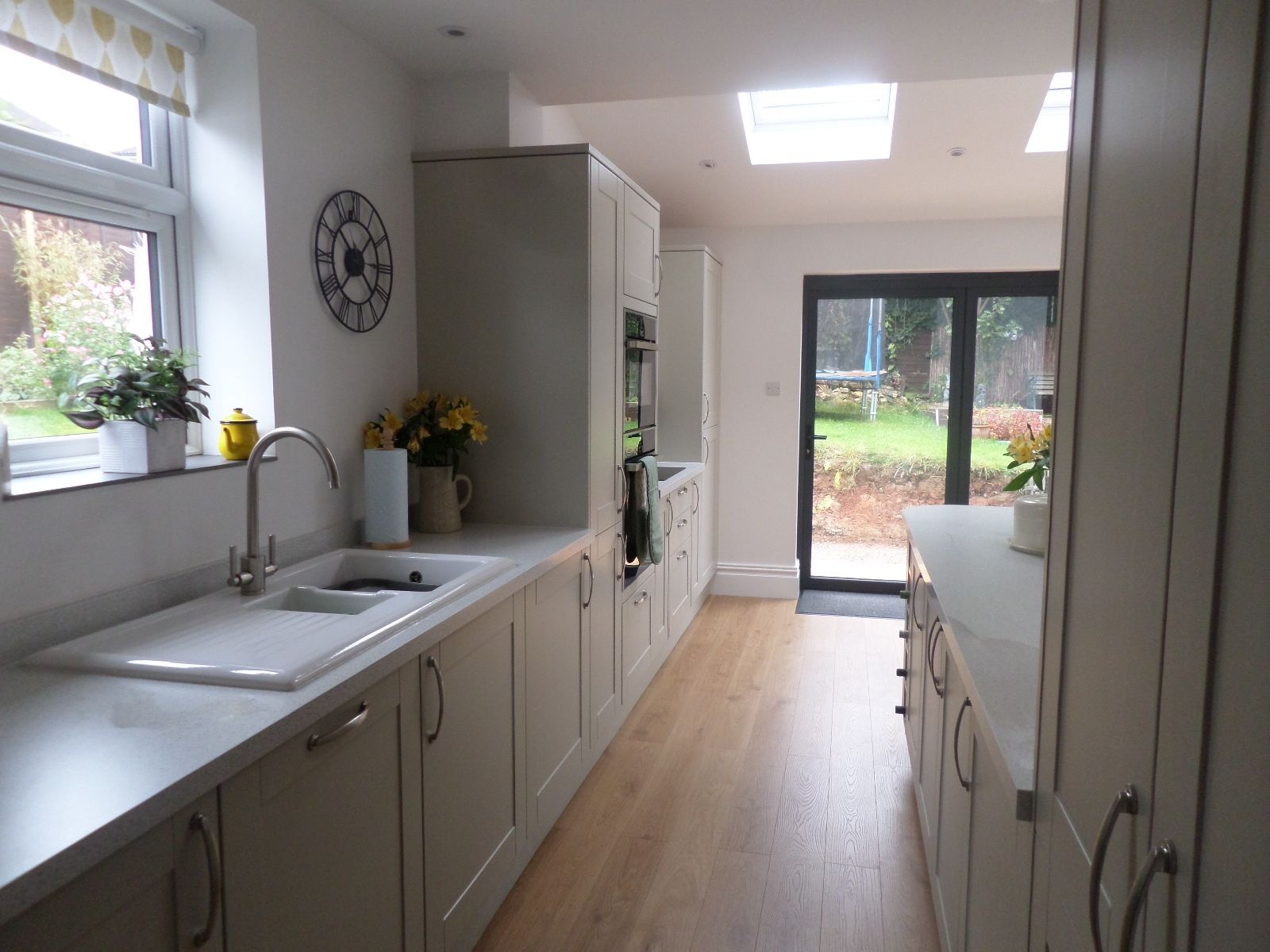 the kitchen in burford grey from howdens walls in cotton. Black Bedroom Furniture Sets. Home Design Ideas
