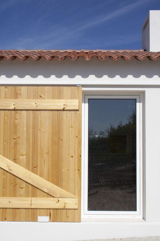 Barn refurbishment - new sliding doors - Ferreira do Zêzere, Portugal - by HBG