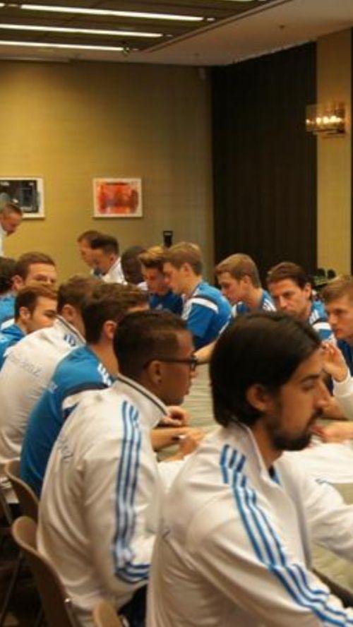 Erik Durm Weltmeister - Die Nationalmannschaft #erikdurm #durm #15 #mannschaft #deutschland #fußball #futbol #cute #boys #germanyboys #germany