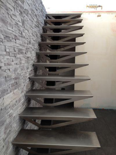 escalier avec limon d cal escalier limon central. Black Bedroom Furniture Sets. Home Design Ideas