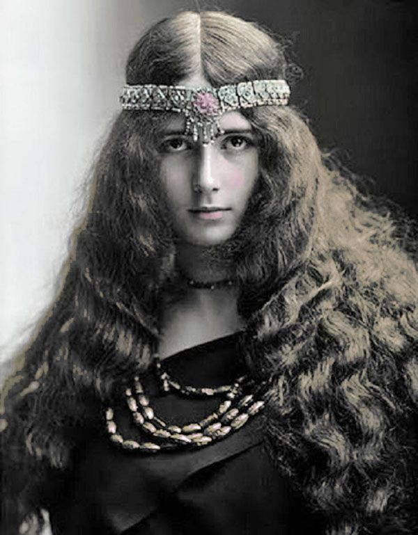 Why Boho Chic Will Never Die (photo Cleo 1905) at http://boomerinas.com/2012/06/why-boho-will-never-die/