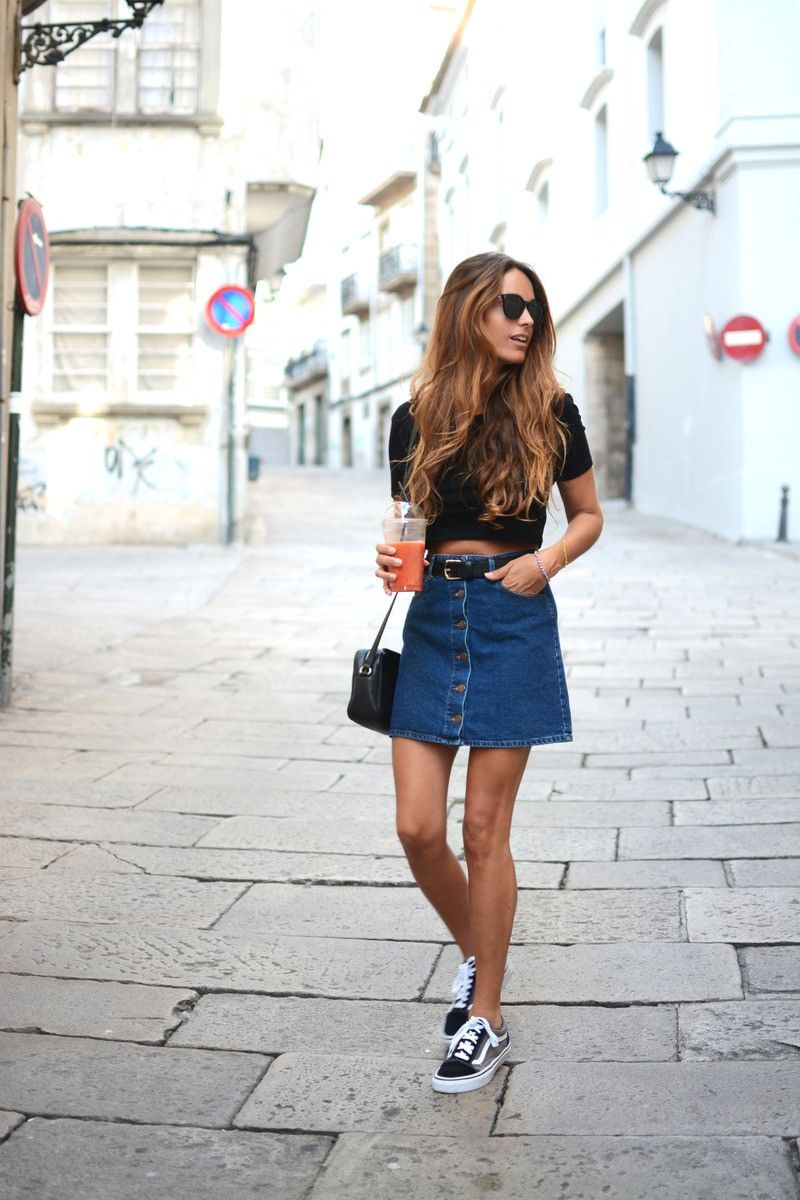 0b9d3edd8a03a4 The button front denim skirt is so versatile. Add a black crop top and  practically