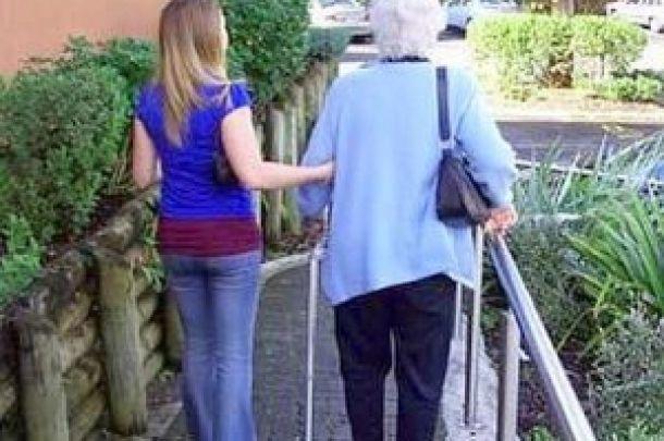 dama di compagnia per anziani #anziani #compagnia #BADANTE