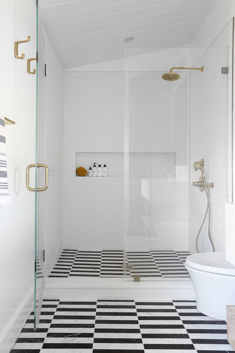 These Walk-In Shower Ideas Are Proof That Clawfoot Tubs Are Officially Out#hair #love #style #beautiful #Makeup #SkinCare #Nails #beauty #eyemakeup #style #eyes #model #MakeupMafia #NaturalBeauty #OrganicBeauty