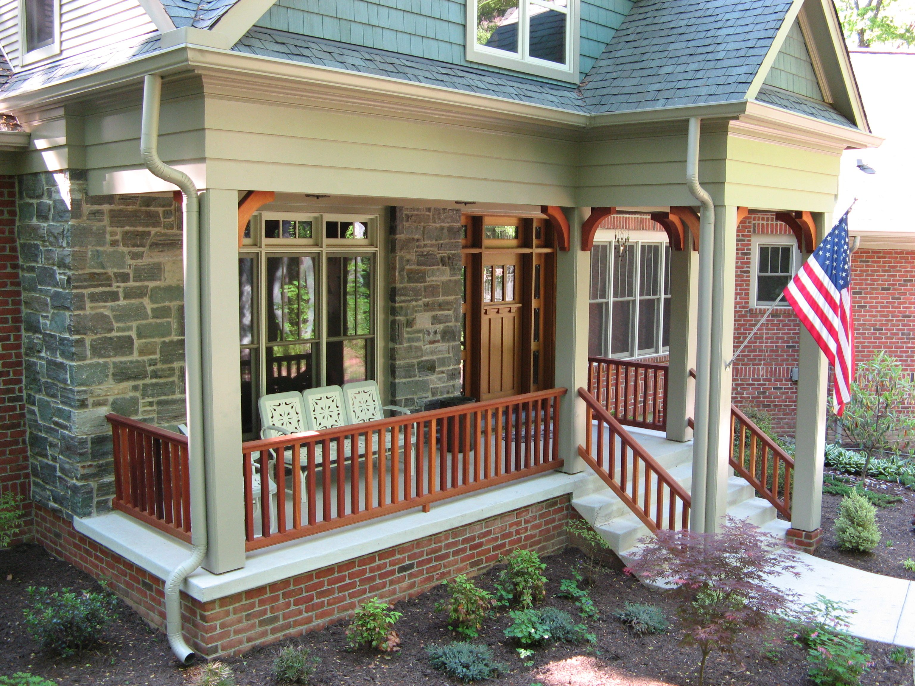 Arts and crafts entry porch with large post brackets and for Arts and crafts porch columns