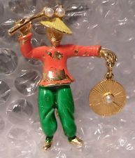 Vzácné VTG Oriental Asian Man smaltované výrobky GONG kuli HAT Pearl brož Pin
