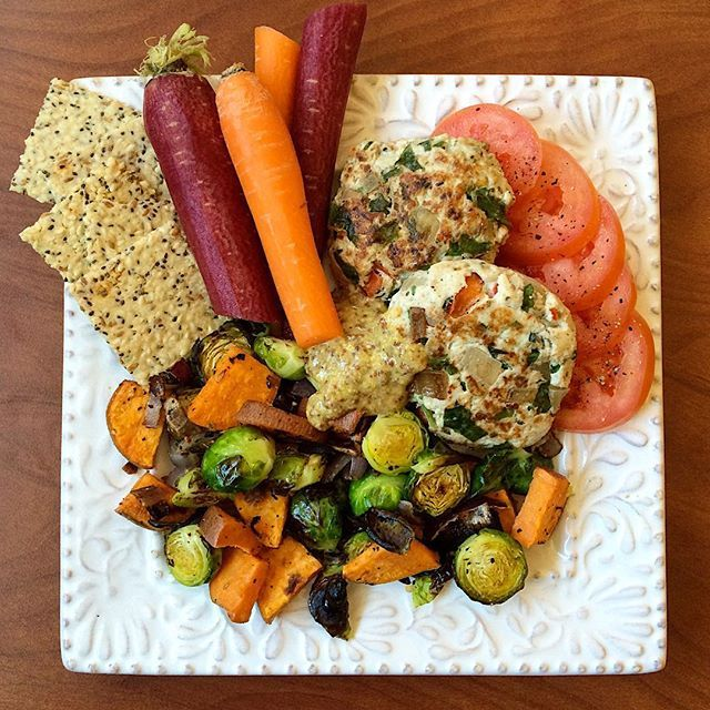 2 turkey burgers + roasted veggies + Jilz crackerz Tuscan grain free paleo crackers + organic colored carrots + sliced Roma tomato with pepper + spicy brown mustard.