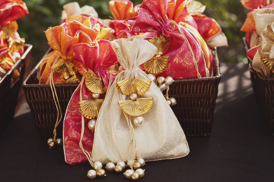 Return Gifts For Guests In Indian Wedding: Best 25+ Return Gifts Indian Ideas On Pinterest
