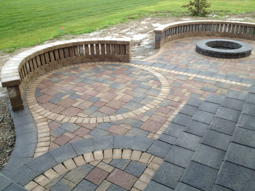 Cool Brick Stone Patio Floor With Artistic Pattern : Brilliant Ideas To Design  Your Own Patio Using Embedded Stone