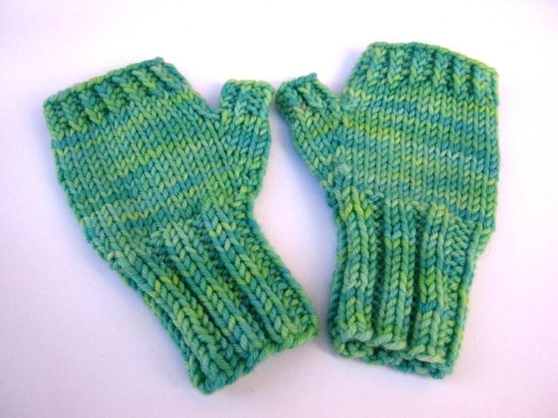 Baby-Armstulpen 18 M. grün, fingerlose Handschuhe von frostpfoetchen ...