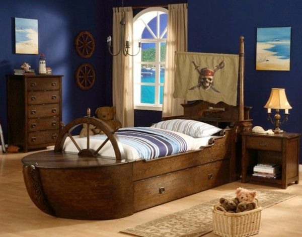 piratenkinderbetten kinderzimmer mit dunklen w nden wie ein schiff aussehen piraten. Black Bedroom Furniture Sets. Home Design Ideas