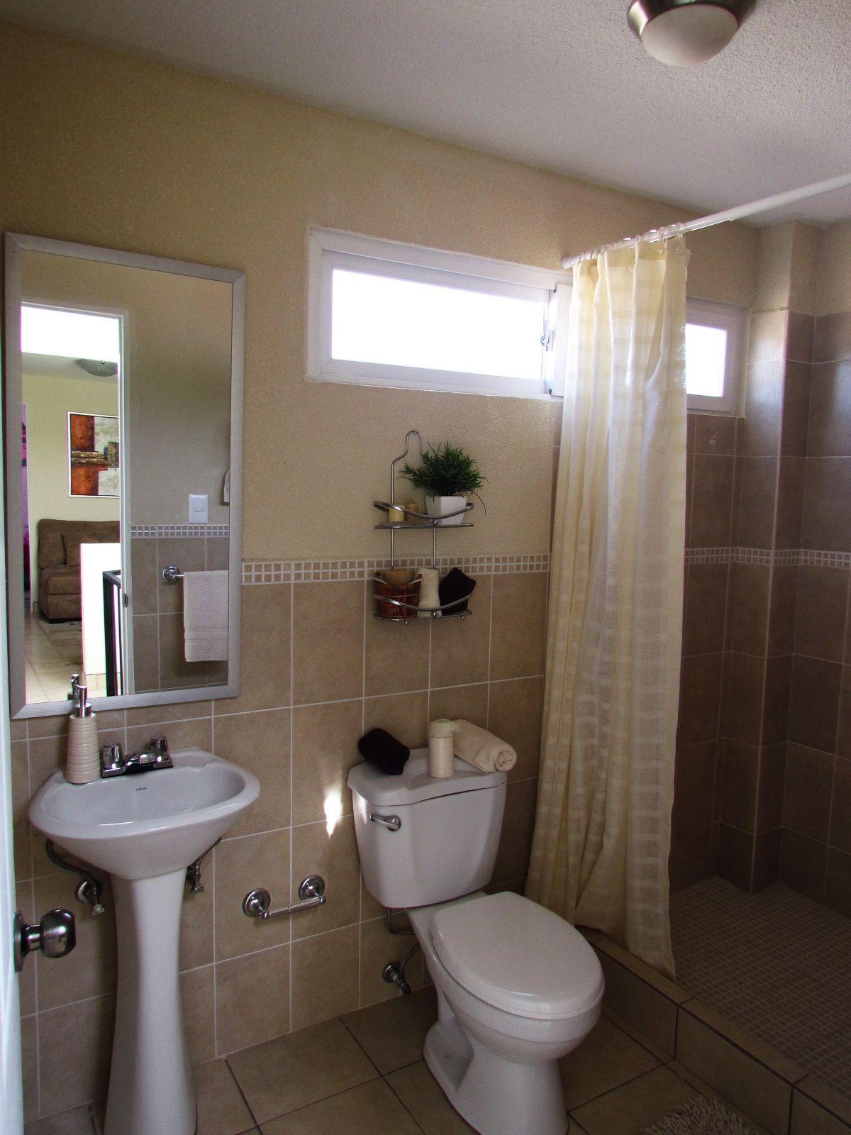 Ba o principal casa modelo ca adas del carmen ba os for Modelos de duchas modernas