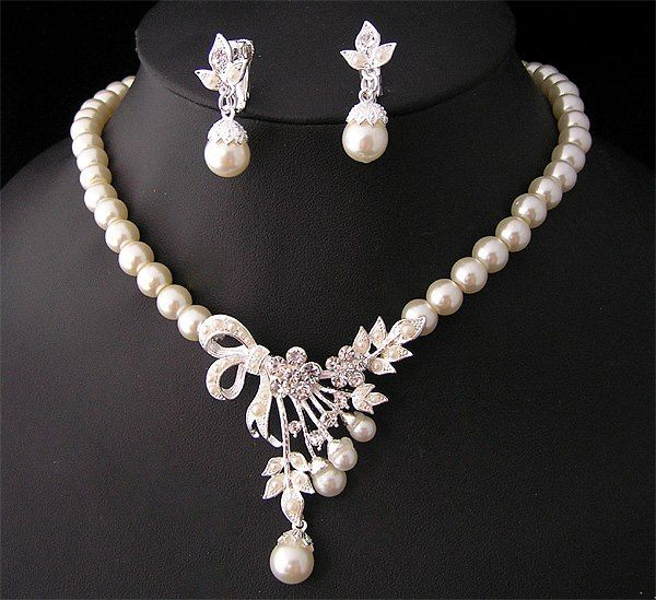 Ooh ooh ooh me like a set of paspaley pearls in this freshwater pearl necklaces aloadofball Choice Image
