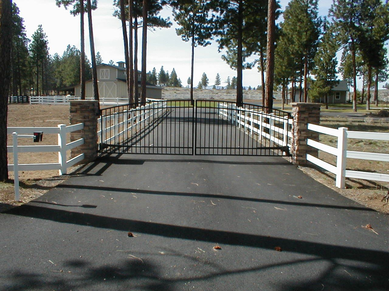 vinyl fence with metal gate. Image Result For Vinyl Rail Fence Combined With Metal Gate .