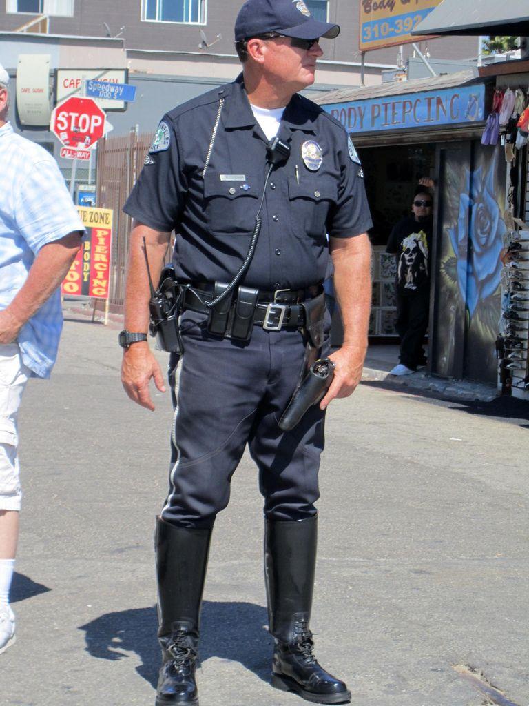 ,MOVIE POLICE VENICE BEACH CALIFORNIA AUG 23, 2011 065