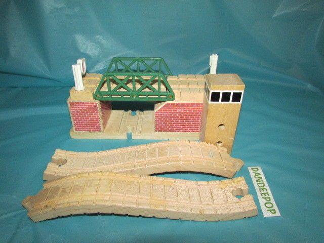 Thomas The Tank Engine Lifting Bridge 1999 Wood Train toy 99313 #ThomasTheTankEngine #LiftingBridge #ToySet #Toy #Train #99333 #dandeepop Find me at dandeepop.com