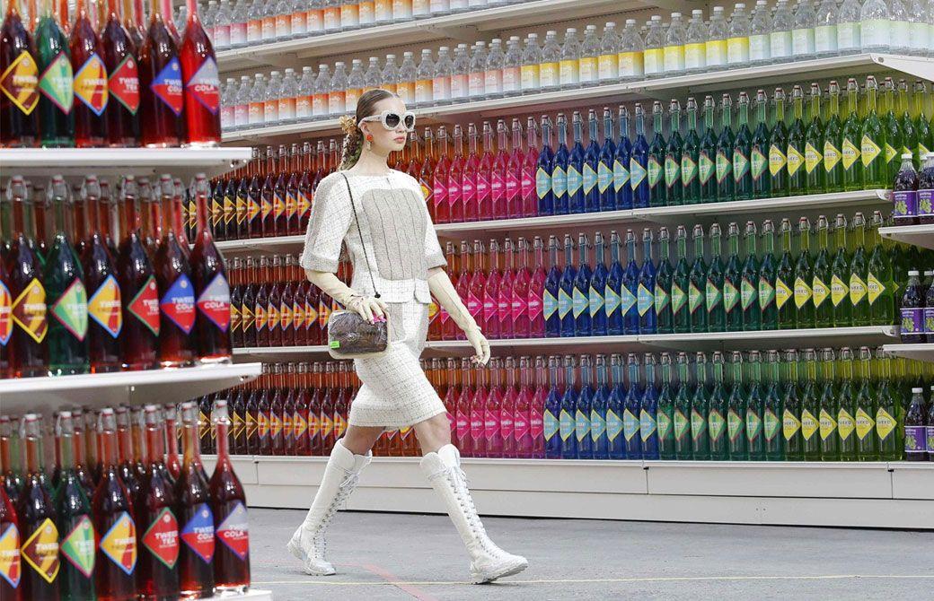 Atrás quedaron los días en los que un fashion show se limitaba a mostrar a las modelos caminando por pasarelas simples. Ahora, entre más llamativo sea el evento ¡mejor! y éstas locaciones de impacto lo demuestran.