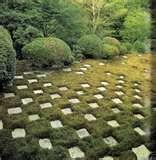 kuuluisa kyotolainen puutarha, toteutettavissa yhtä hyvin nurmikon ja kiven avulla.