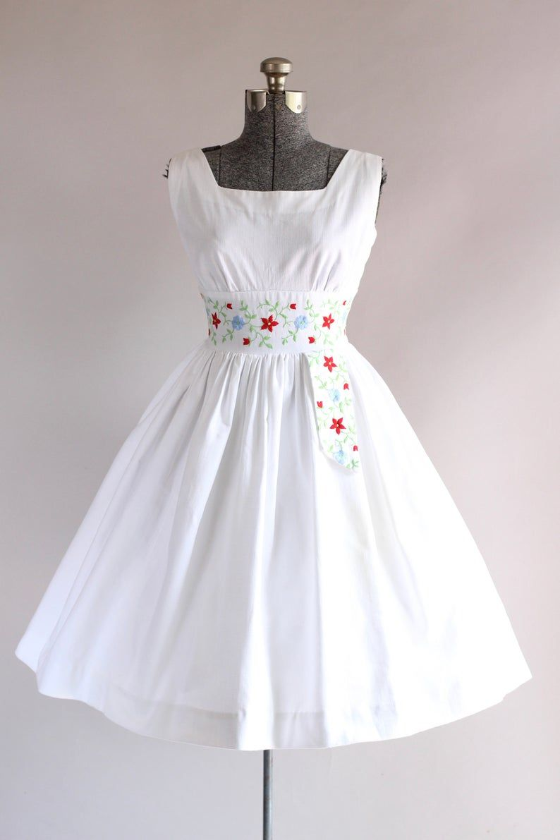 Vintage 1950s Dress 50s Cotton Dress California Cottons White Dress W Floral Embroidery S Vintage 1950s Dresses Dresses White Cotton Dress [ 1191 x 794 Pixel ]