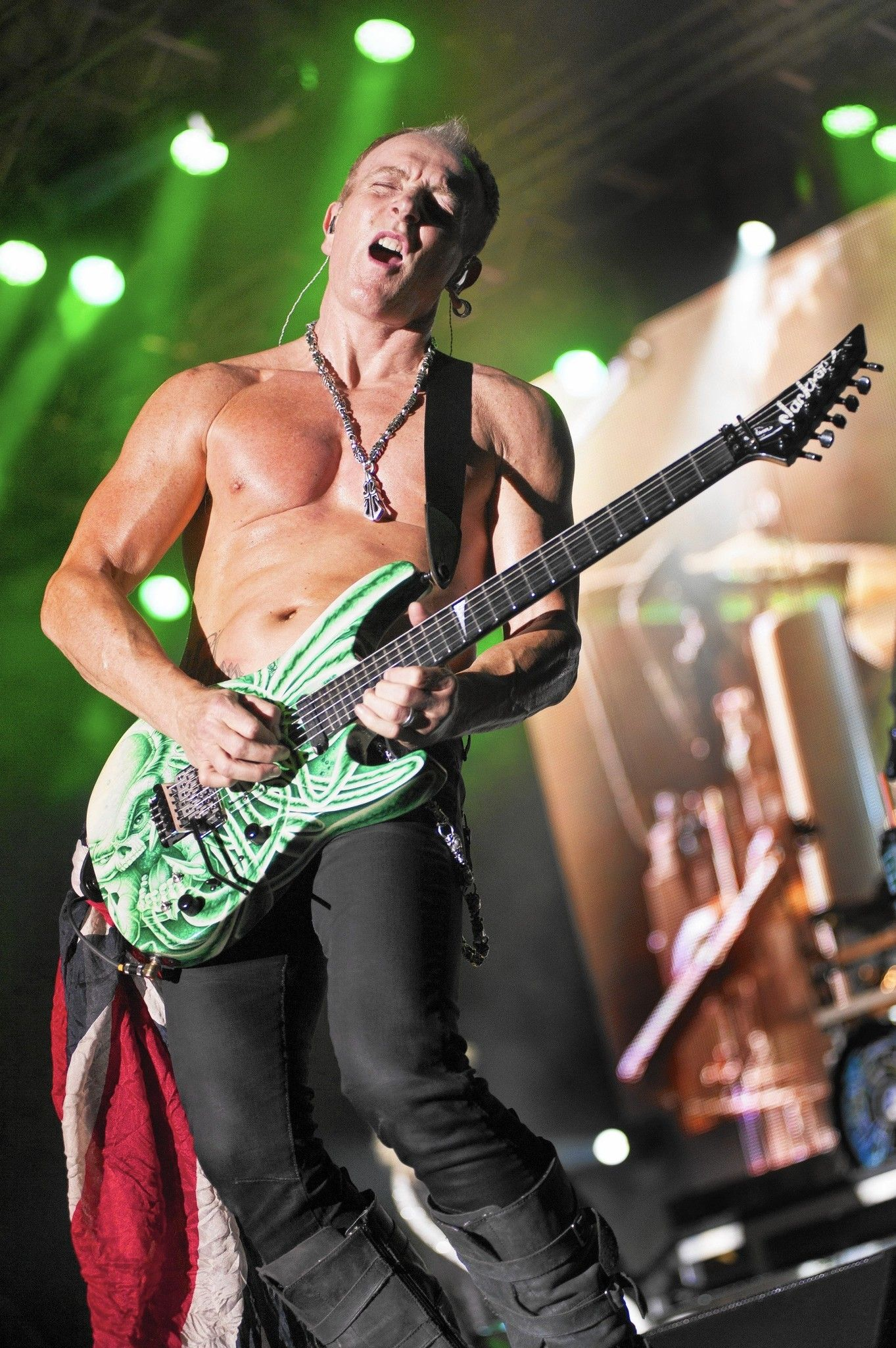 How Def Leppard S Phil Collen Traded The Booze For A Better Body Phil Collen Def Leppard Phil