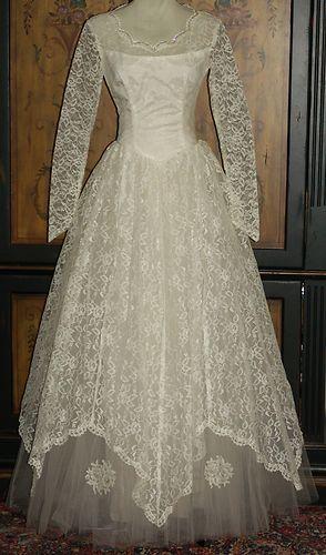 Vtg 60s White Lace Tulle Princess Sweetheart Handkerchief Hem