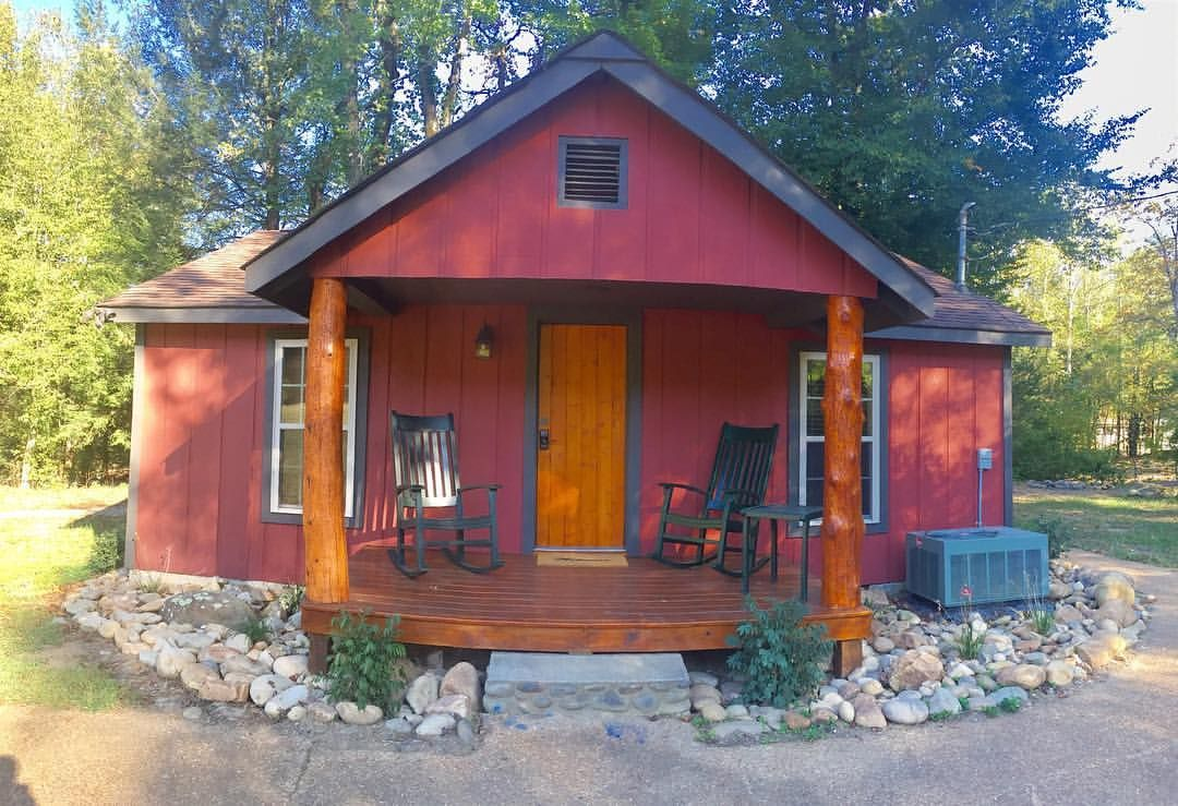 Love The Campground Experience But Prefer To Stay Indoors Our Flint Rock Cabin Is Just The Right Place Smoky Mountains Campground Gatlinburg