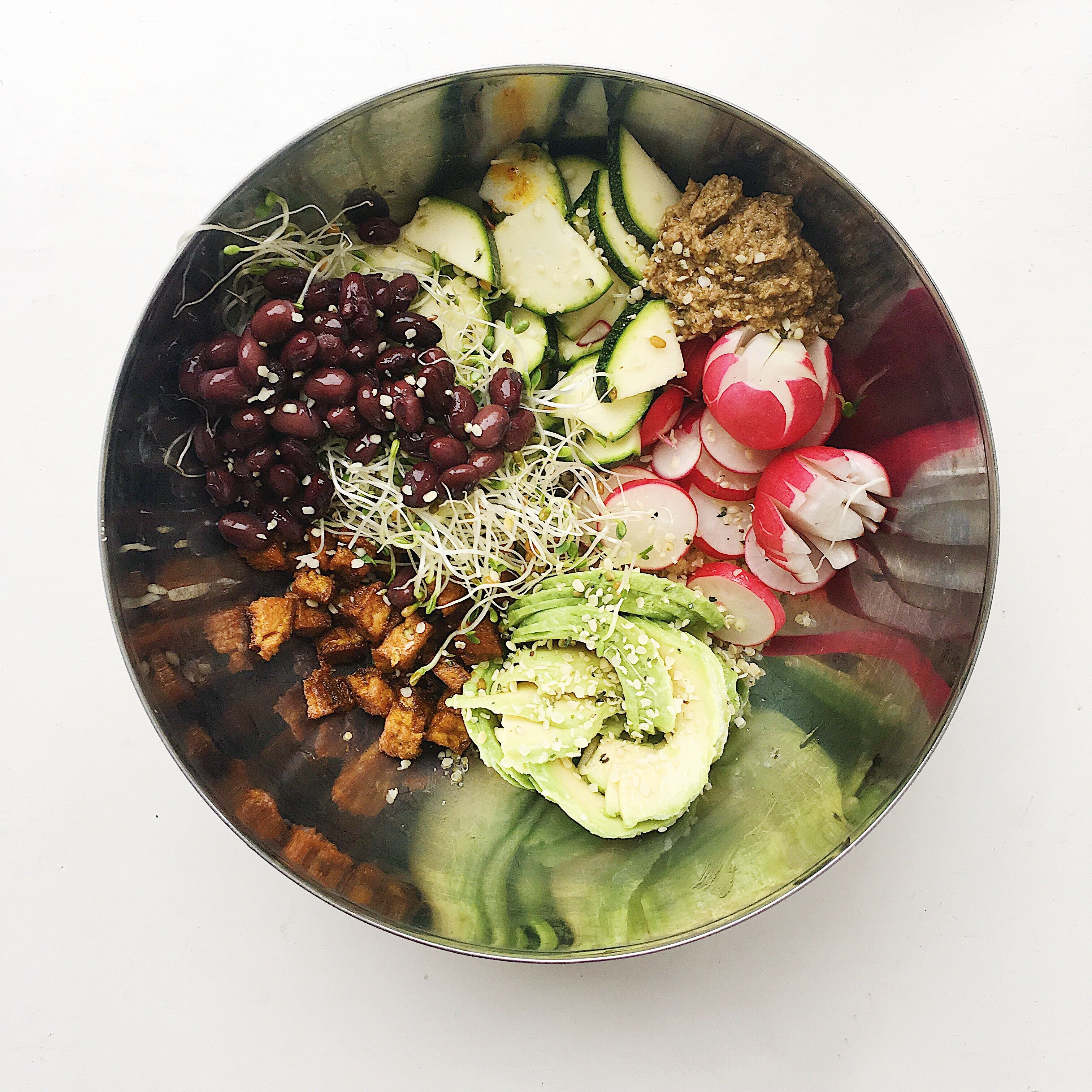 Buddha Bowl! Full recipe at http://marinkaessel.com/2017/06/14/10-minute-buddha-bowl/