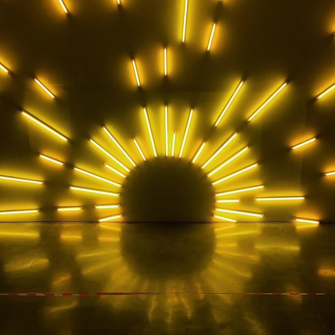 Lever de soleil en néon - Mark Handforth #sunrise #yellow #neon ...