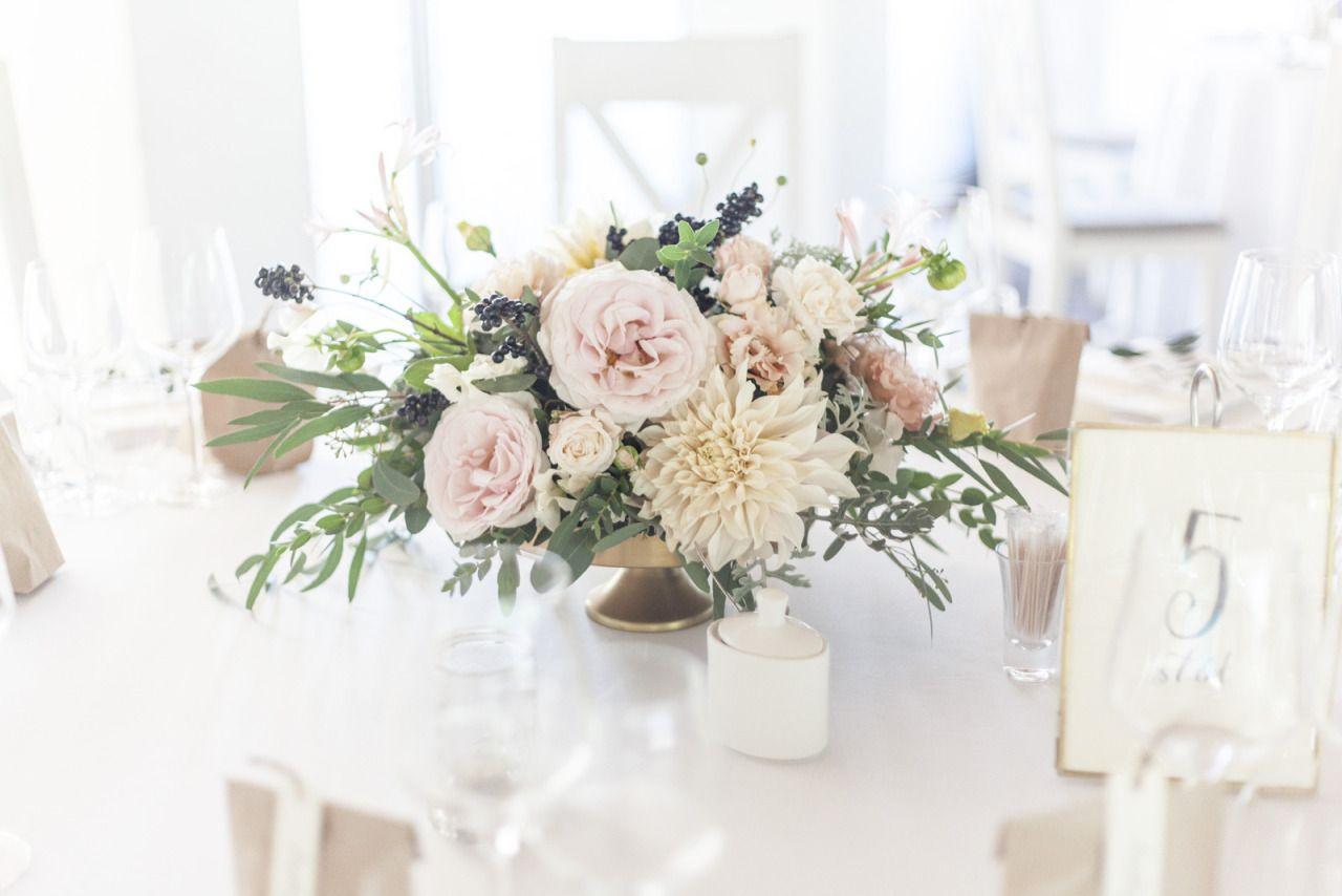 Kwiaty I Miut Wood Slab Centerpiece Floral Centerpieces Vermont Wedding