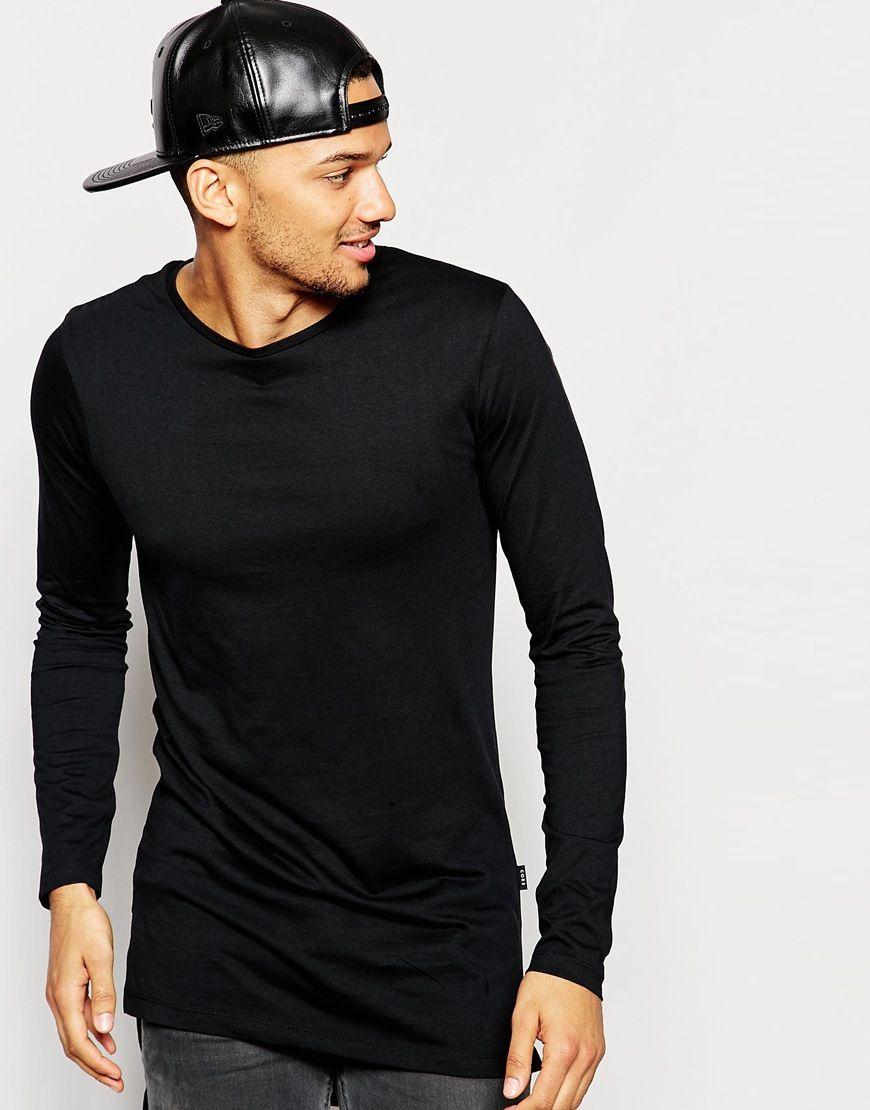 Lang geschnittenes T-Shirt von Jack & Jones weiches Jersey Rundhalsausschnitt Stufensaum langer Schnitt länger als reguläre Länge Maschinenwäsche 100% Baumwolle Unser Model trägt Größe M und ist 185,5 cm/6 Fuß, 1 Zoll groß