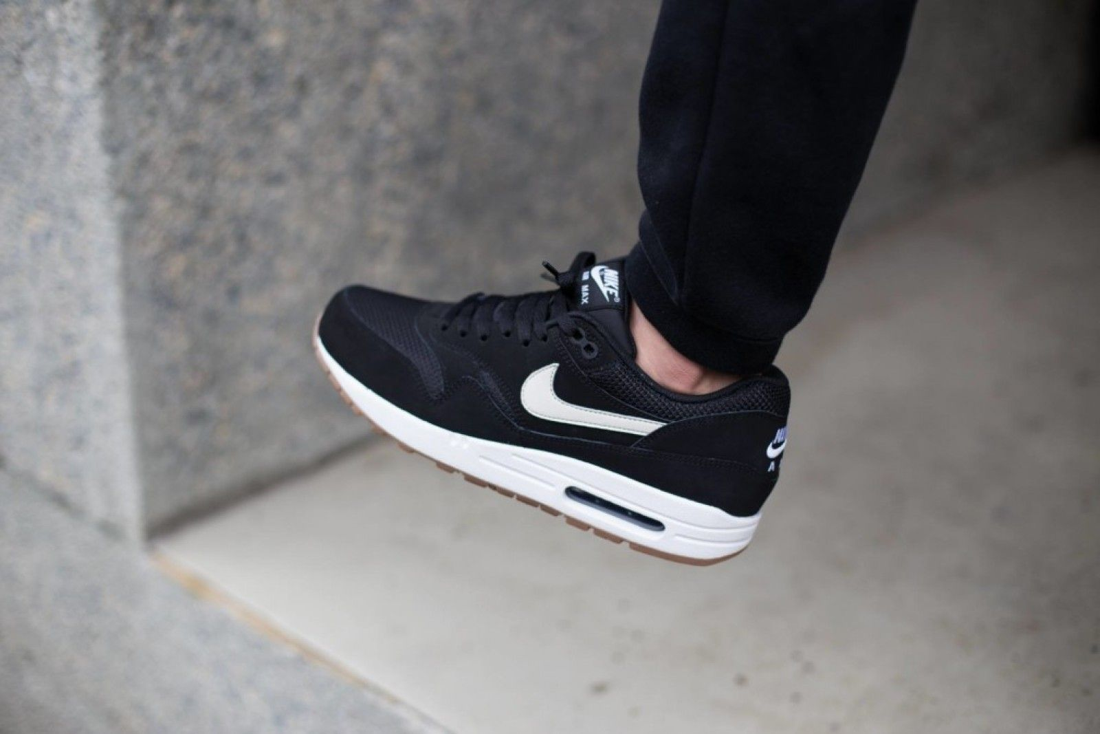 nike air max 1 essential light bone