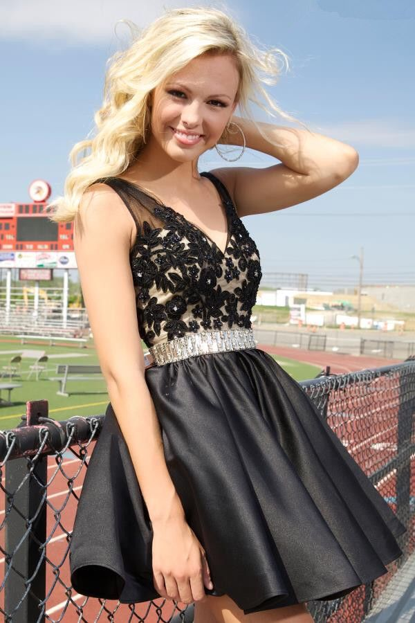 Nice dress   Black homecoming dress, Knee length prom ...