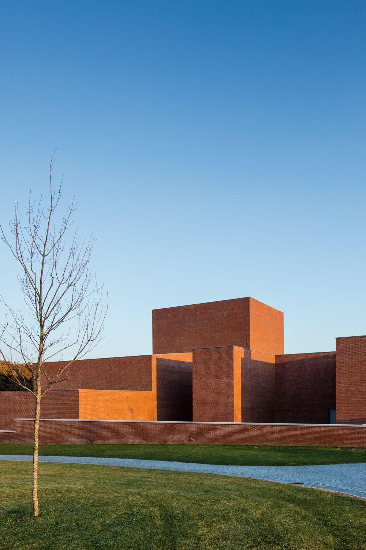 Lvaro siza public auditorium llinars del vall s 53 for Architettura contemporanea barcellona