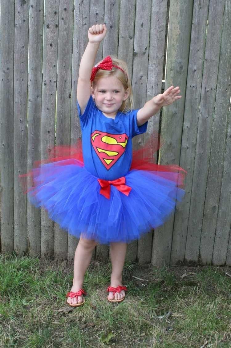 tutu f r supergirl in rot und blau t ll diy kost m. Black Bedroom Furniture Sets. Home Design Ideas