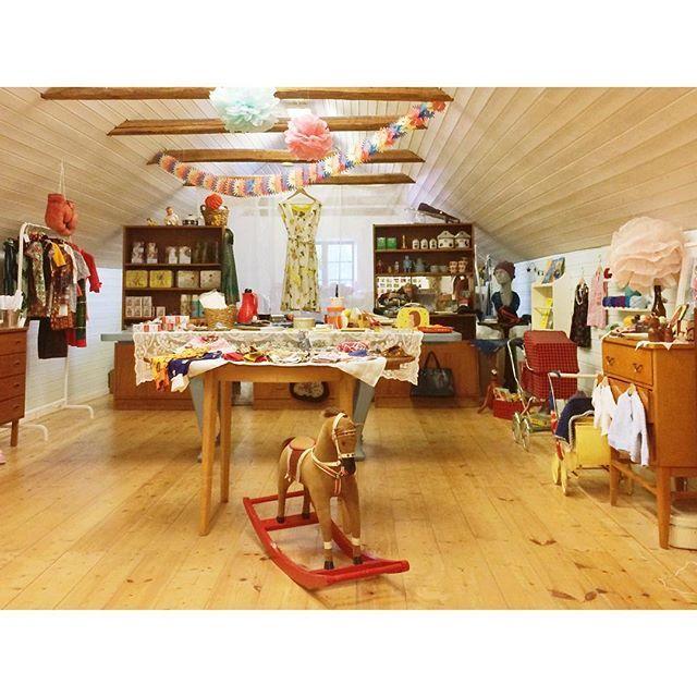 In Skåne könnt ihr sogar wandern und Vintage shopping miteinander verbinden. Wie hier im Lanthandel Torna Hällestad,…